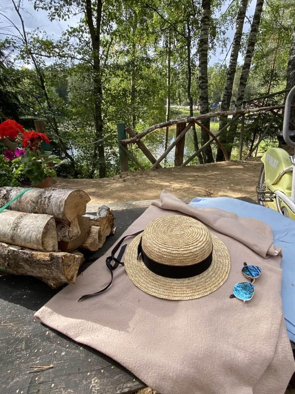 Изумрудное озеро пикниковые мест